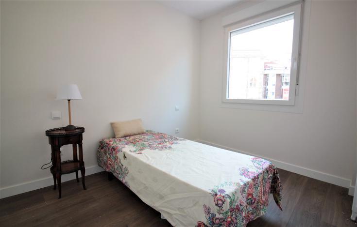 房产卧室实拍图2